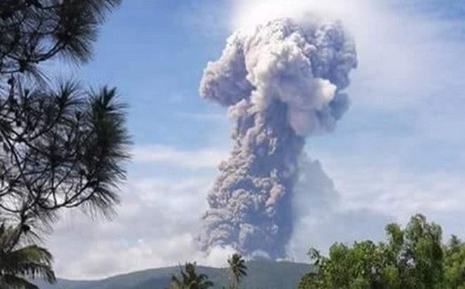 Video: Núi lửa phun cao 4.000 m vài ngày sau thảm họa động đất, sóng thần ở Indonesia