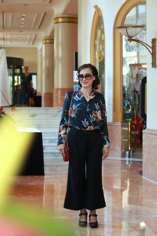 NSND Lê Khanh tái xuất màn ảnh sau 10 năm, làm vợ danh hài Hoàng Sơn - Ảnh 2.