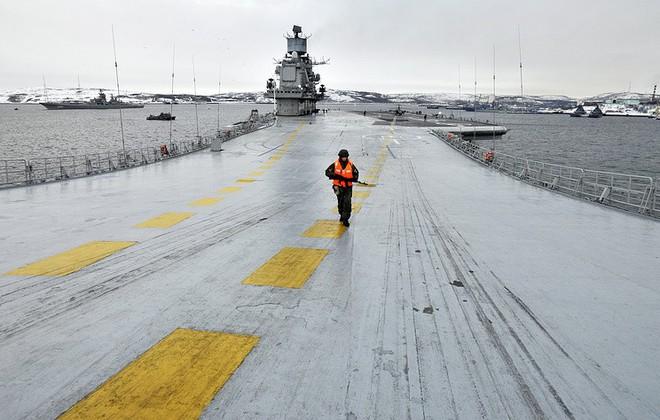 Tàu sân bay Kuznetsov duy nhất của Nga tiếp tục gặp thảm họa, may không chìm - Ảnh 6.