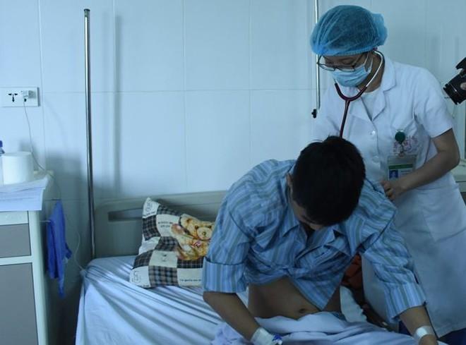 Nam thanh niên suýt chết vì phổi lúc nhúc ... sán - Ảnh 1.