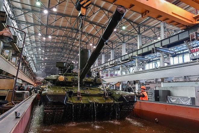 Những chiếc xe tăng T-90S Việt Nam đã xuất hiện trên thao trường Nga - Ảnh 12.