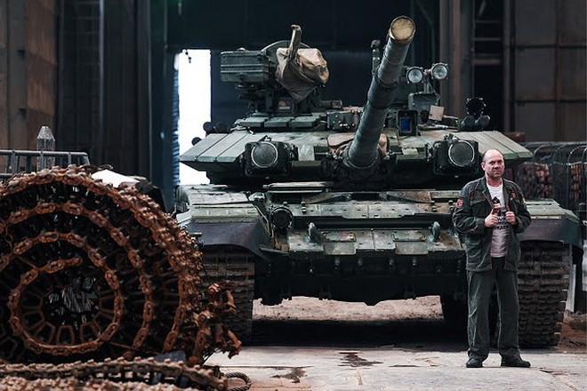 Những chiếc xe tăng T-90S Việt Nam đã xuất hiện trên thao trường Nga - Ảnh 16.