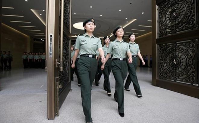 """Phương Tây """"tá hỏa"""" vì nhiều quân nhân Trung Quốc du học chui"""