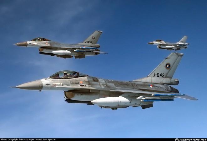4 tiêm kích F-16 Hà Lan quây chặt, bắn hạ MiG-29: Cuộc không chiến quá chóng vánh - Ảnh 2.
