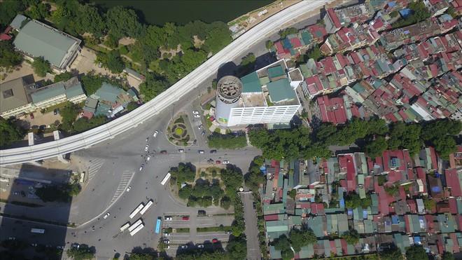 Toàn cảnh tuyến đường 2,2km đắt nhất hành tinh ở Thủ đô - Ảnh 2.