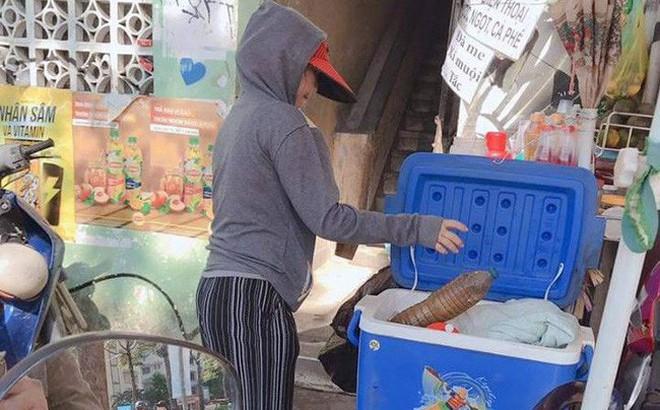 Ly cà phê giảm giá, chị bán nước vỉa hè và tình người giá 2 ngàn đồng giữa lòng Sài Gòn