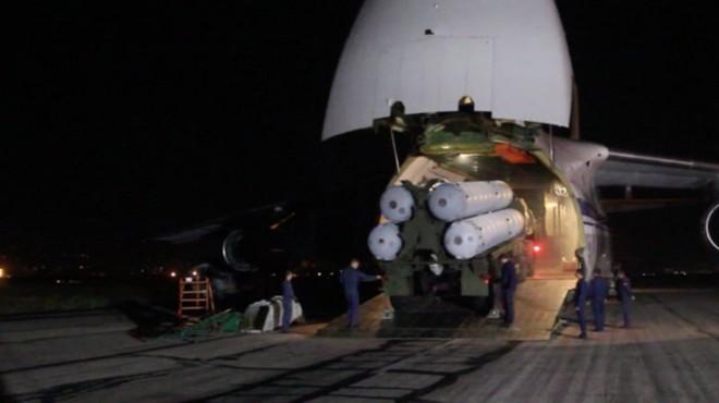 """Mỹ, Israel """"đứng ngồi không yên"""" khi Nga hoàn tất chuyển S-300 cho Syria - Ảnh 1."""