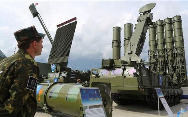 """Mỹ, Israel """"đứng ngồi không yên"""" khi Nga hoàn tất chuyển S-300 cho Syria"""