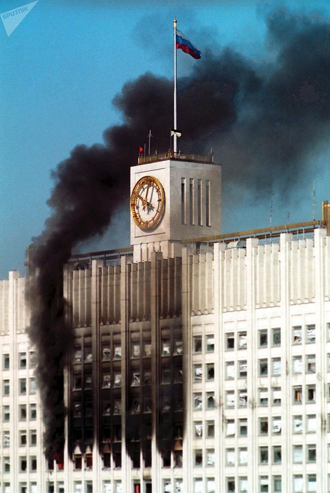 Nhà báo Canada kể về trận mưa đạn rung chuyển nước Nga trong vụ chính biến năm 1993 - Ảnh 2.