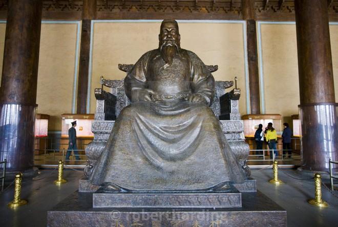 Lăng mộ của 13 hoàng đế nhà Minh: Khai quật sau 500 năm, cổ vật châu báu vẫn nguyên vẹn - Ảnh 3.