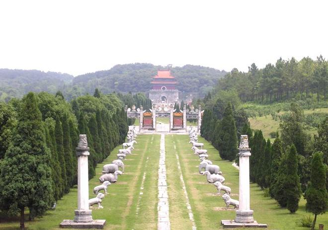 Lăng mộ của 13 hoàng đế nhà Minh: Khai quật sau 500 năm, cổ vật châu báu vẫn nguyên vẹn - Ảnh 6.