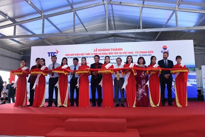 Lễ khánh thành nhà máy điện mặt trời 35 MW Thứ nhất ở Việt Nam - Ảnh 2.