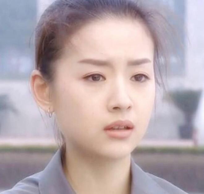 Choáng với nhan sắc thật sự của hoàng hậu Đổng Khiết: Da chảy xệ, gương mặt toàn nếp nhăn - Ảnh 1.