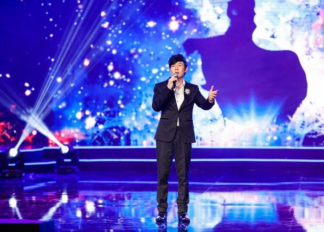 Anh trai ruột Quang Lê gây chú ý khi khoe giọng hát trước đám đông - Ảnh 2.