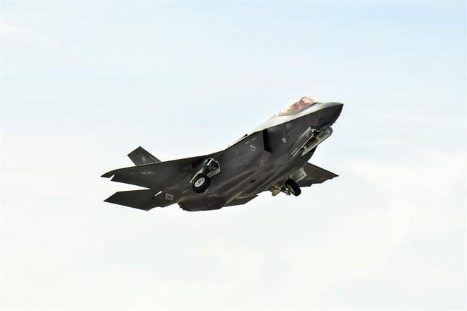 1 tiêm kích tàng hình F-35A bị bắn hạ ngay trên bầu trời Nevada, Mỹ: Thiên thần gãy cánh - Ảnh 2.