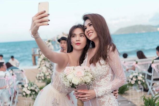 Sau đám cưới lãng mạn bên bờ biển, chị gái Ngọc Trinh khoe ảnh tình tứ, nói lời sến sẩm với ông xã kém tuổi - Ảnh 4.