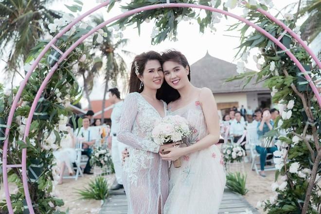 Sau đám cưới lãng mạn bên bờ biển, chị gái Ngọc Trinh khoe ảnh tình tứ, nói lời sến sẩm với ông xã kém tuổi - Ảnh 5.