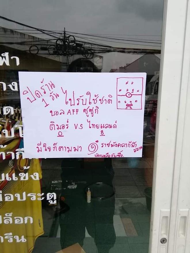 Phía sau chiến thắng hủy diệt là hình ảnh làm chạnh lòng đội tuyển Thái Lan - Ảnh 2.