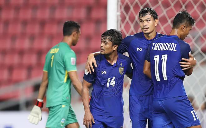 Phía sau chiến thắng hủy diệt là hình ảnh làm chạnh lòng đội tuyển Thái Lan