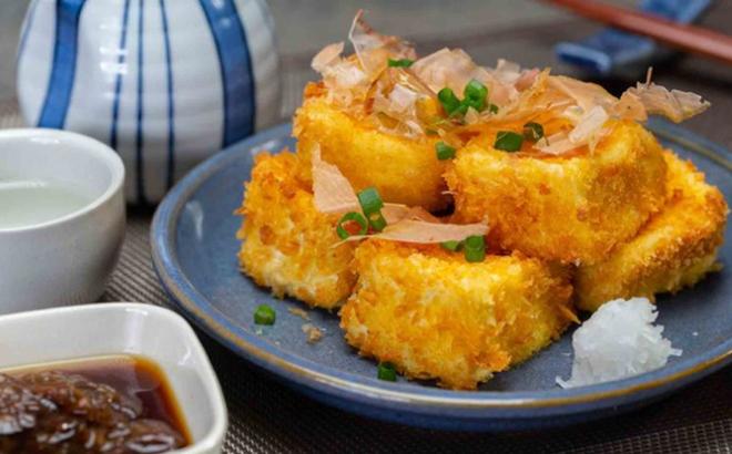 Mua đậu phụ non về và chiên xù theo cách của người Nhật đảm bảo ăn là nghiền