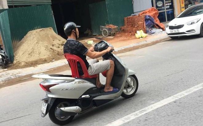 Giải pháp của người đàn ông khi mất yên xe khiến cả khu phố kinh ngạc