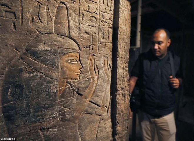 Phát hiện mẻ xác ướp lạ bên trong khu mộ cổ ở Saqqara - Ảnh 2.