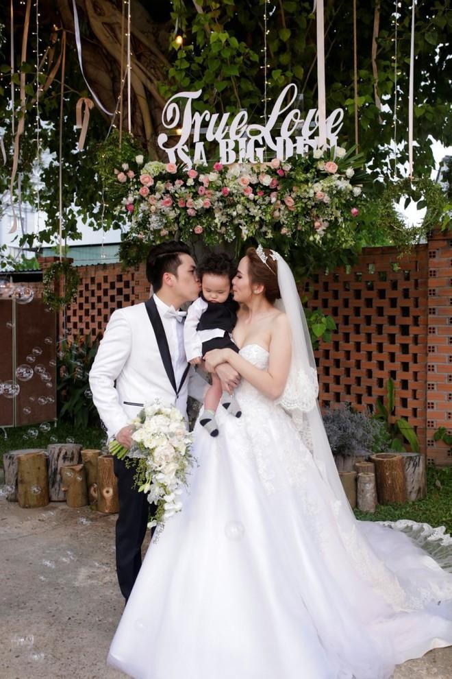Sinh con trước, kết hôn sau: Trình tự tình yêu quen thuộc của sao Việt - Ảnh 5.