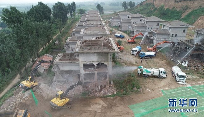 """Xây dựng trái phép trên """"Long mạch"""", hàng loạt quan chức Trung Quốc ngã ngựa - Ảnh 1."""