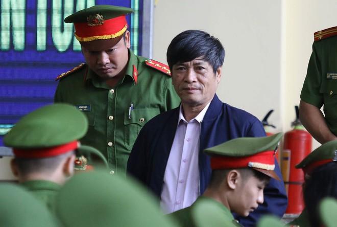 Cựu tướng Phan Văn Vĩnh, Nguyễn Thanh Hóa khỏe mạnh khi tới tòa, đi lại nhanh nhẹn - Ảnh 10.