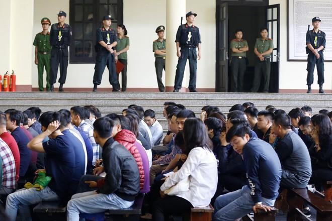 Cựu tướng Phan Văn Vĩnh, Nguyễn Thanh Hóa khỏe mạnh khi tới tòa, đi lại nhanh nhẹn - Ảnh 7.