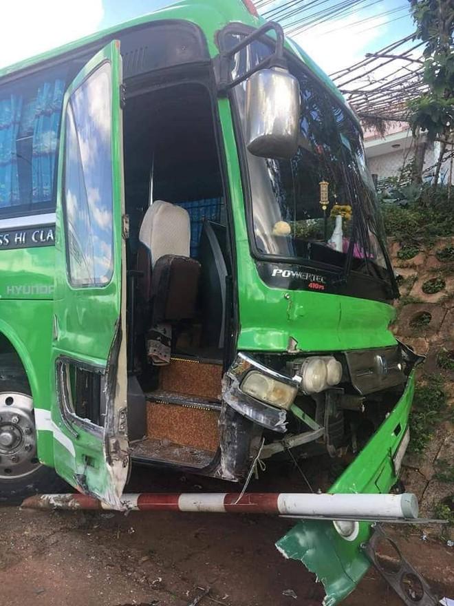 CSGT huyện Di Linh: Củng cố hồ sơ xử lý người tung tin anh hùng nhảy lên vô lăng cứu 30 hành khách  - Ảnh 1.