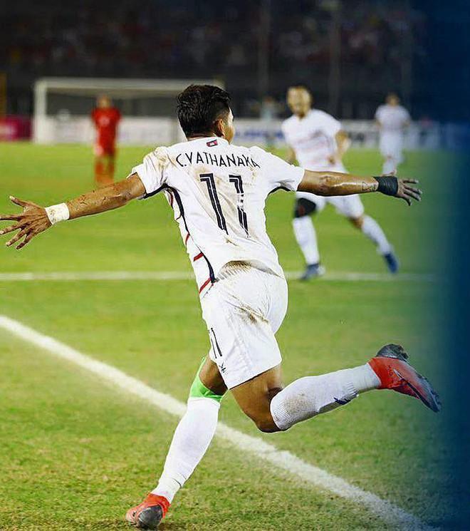 Buồn bã với thất bại, Messi Campuchia muốn rút lui giống Messi bản gốc? - Ảnh 1.