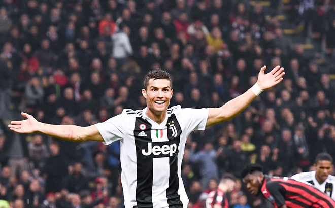 """Ronaldo tung cú volley """"cháy lưới"""", Juve hạ gục AC Milan ngay trên San Siro"""
