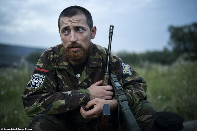 Hé lộ trại hè đào tạo các tay súng ngắm là bắn, bắn là chết từ 8 tuổi trong rừng sâu Ukraine - Ảnh 2.