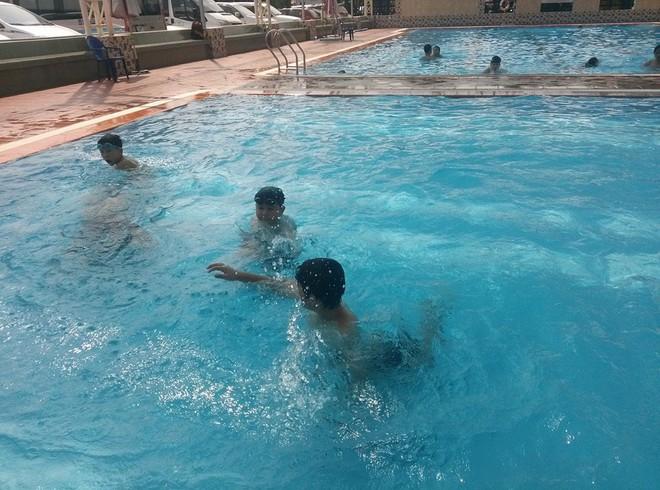 TP.HCM: Đi học bơi cùng con trai, người mẹ bị chết đuối thương tâm dưới hồ - Ảnh 2.