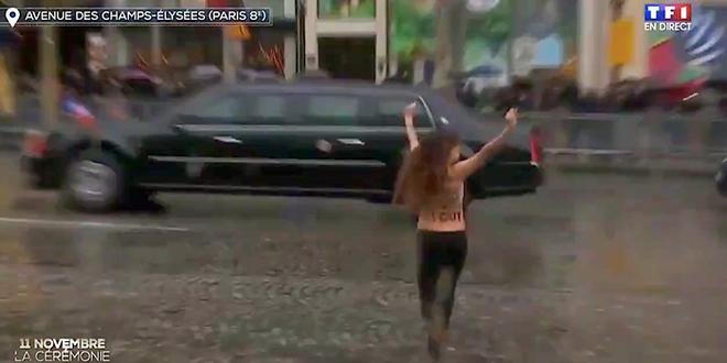 Một người biểu tình ngực trần lao tới gần xe Tổng thống Mỹ ở Paris - Ảnh 1.