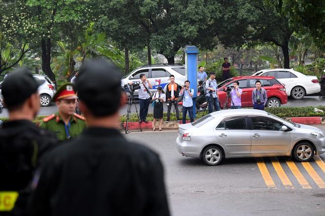 Cựu tướng Phan Văn Vĩnh, Nguyễn Thanh Hóa khỏe mạnh khi tới tòa, đi lại nhanh nhẹn - Ảnh 2.