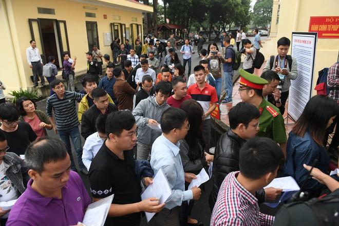 Cựu tướng Phan Văn Vĩnh, Nguyễn Thanh Hóa khỏe mạnh khi tới tòa, đi lại nhanh nhẹn - Ảnh 3.