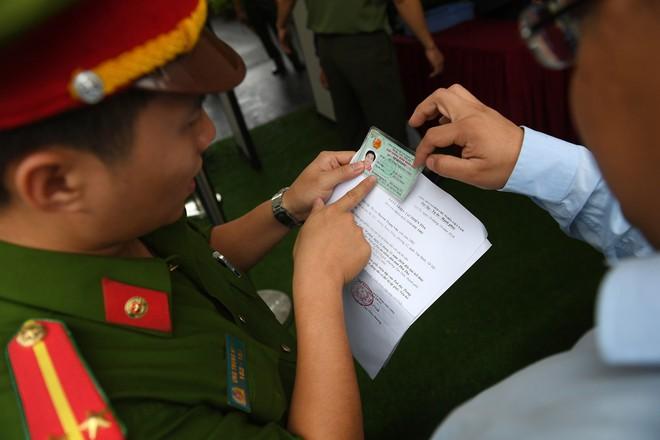Cựu tướng Phan Văn Vĩnh, Nguyễn Thanh Hóa khỏe mạnh khi tới tòa, đi lại nhanh nhẹn - Ảnh 4.