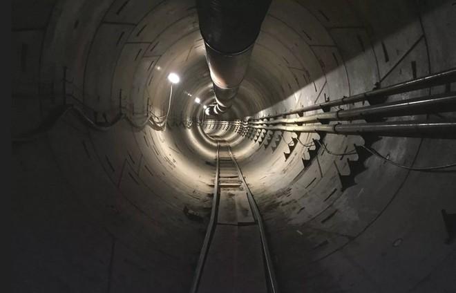Chóng mặt khi chu du trong đường hầm dài 3,2km sắp hoàn thành của tỷ phú Elon Musk - Ảnh 1.