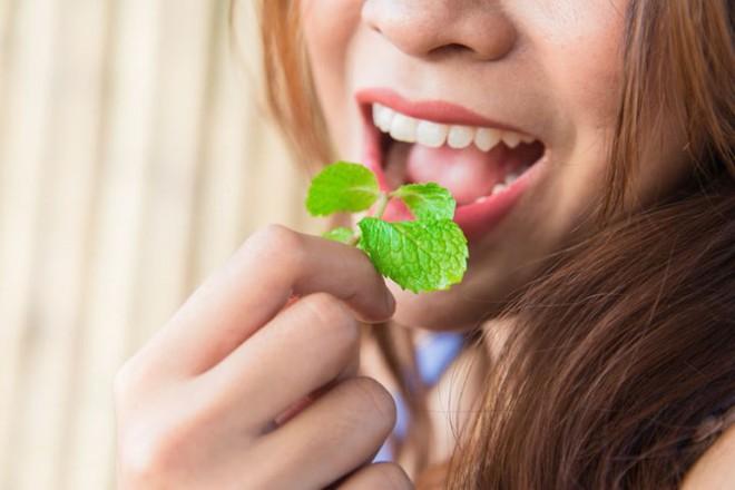 11 cách giúp bạn dịu cơn đau do mọc răng khôn - Ảnh 9.