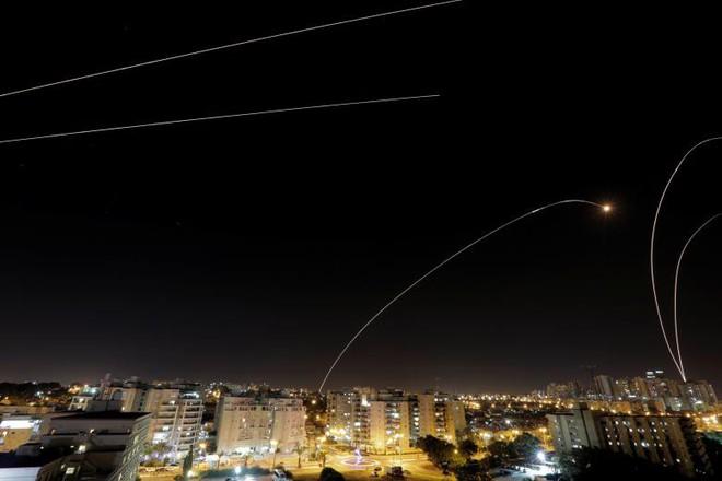 24h qua ảnh: Israel phóng mưa tên lửa chặn rocket từ dải Gaza - Ảnh 5.
