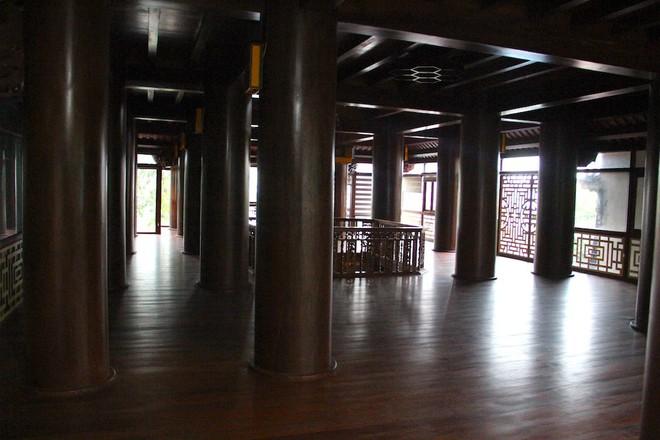 Ngắm cảnh xa hoa bên trong ngôi nhà gỗ trăm tỷ của đại gia Hà Tĩnh - Ảnh 9.