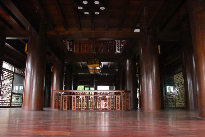 Ngắm cảnh xa hoa bên trong ngôi nhà gỗ trăm tỷ của đại gia Hà Tĩnh - Ảnh 6.