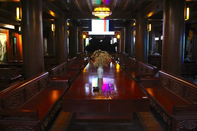 Ngắm cảnh xa hoa bên trong ngôi nhà gỗ trăm tỷ của đại gia Hà Tĩnh - Ảnh 10.