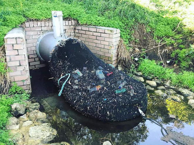 Quốc gia nào cũng nên có một hệ thống như thế này để ngăn rác tràn ra ngoài đại dương - Ảnh 1.
