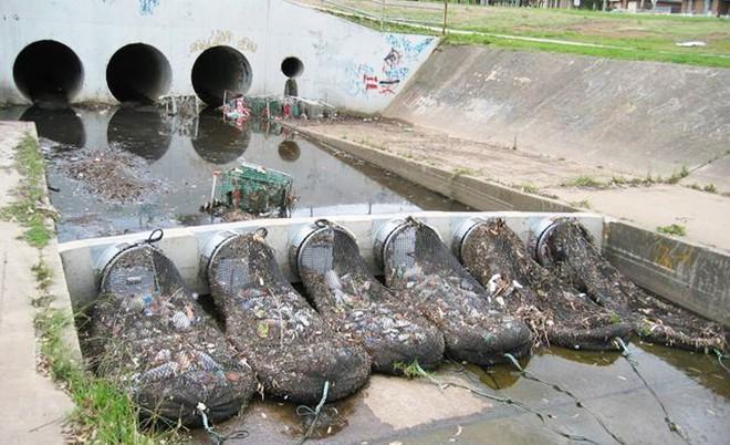 Quốc gia nào cũng nên có một hệ thống như thế này để ngăn rác tràn ra ngoài đại dương - Ảnh 2.
