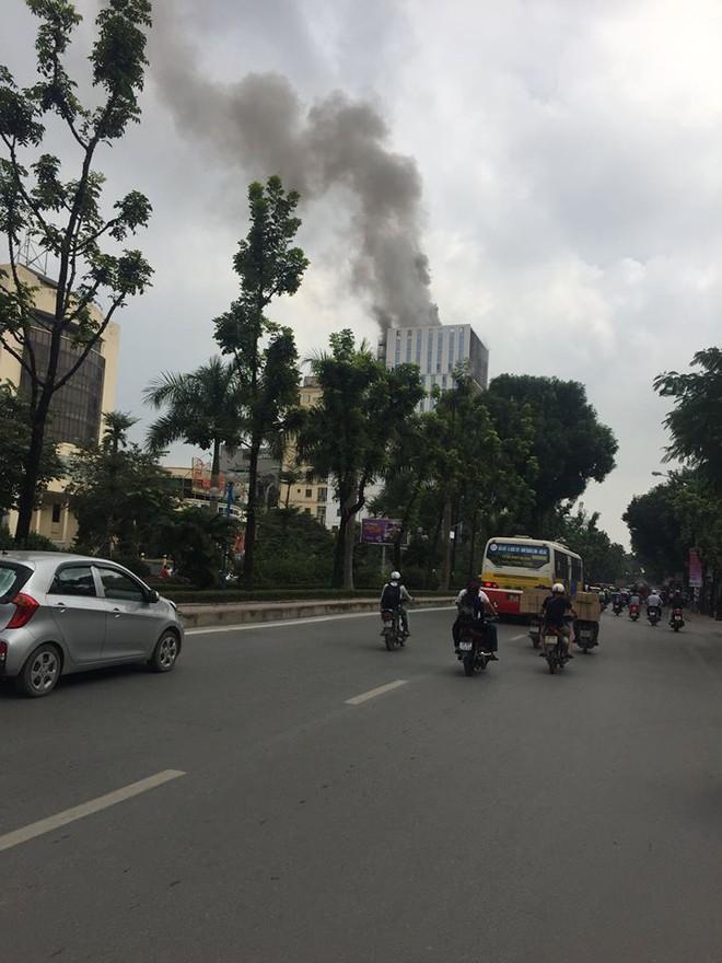 Hà Nội: Cháy lớn tại tòa nhà cao tầng đang thi công trên đường Hoàng Quốc Việt - Ảnh 4.