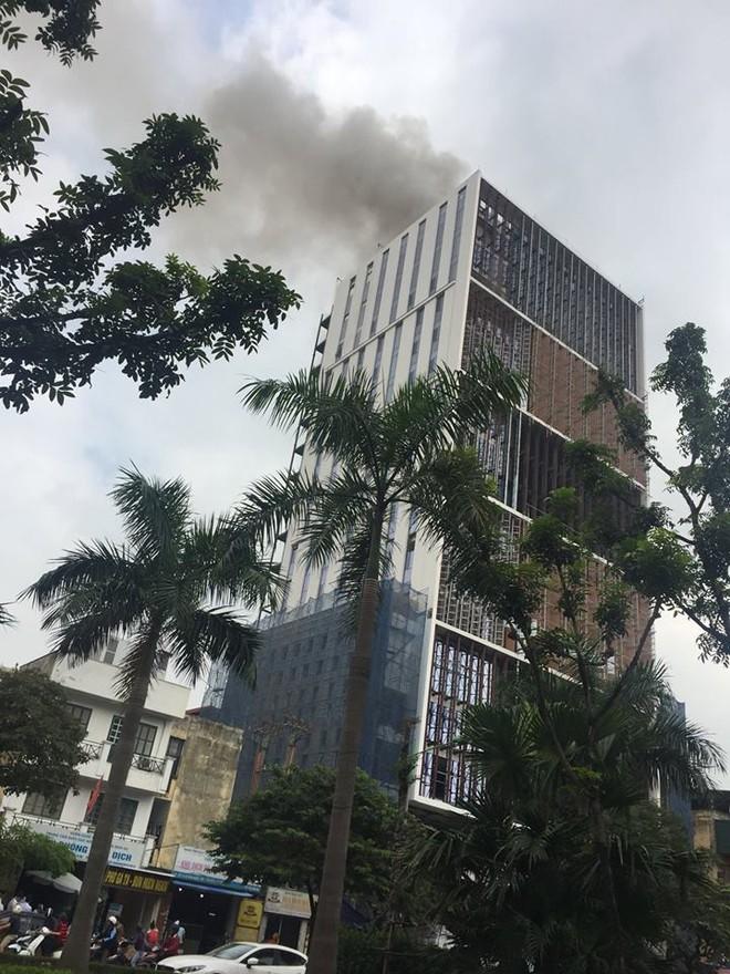 Hà Nội: Cháy lớn tại tòa nhà cao tầng đang thi công trên đường Hoàng Quốc Việt - Ảnh 3.
