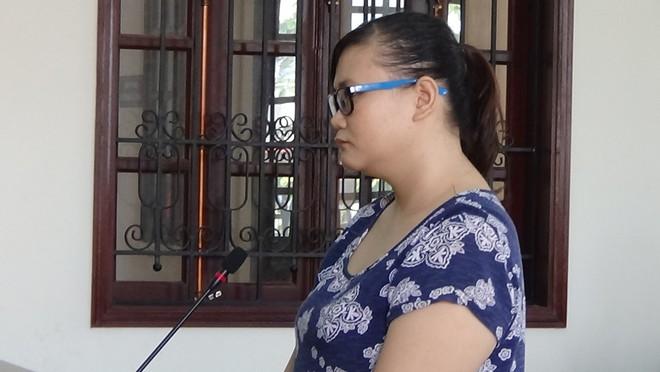 Nữ bảo mẫu đánh liên tiếp vào mặt, dọa cắt lưỡi trẻ ở Sài Gòn ngất xỉu khi nghe tòa tuyên án - Ảnh 2.